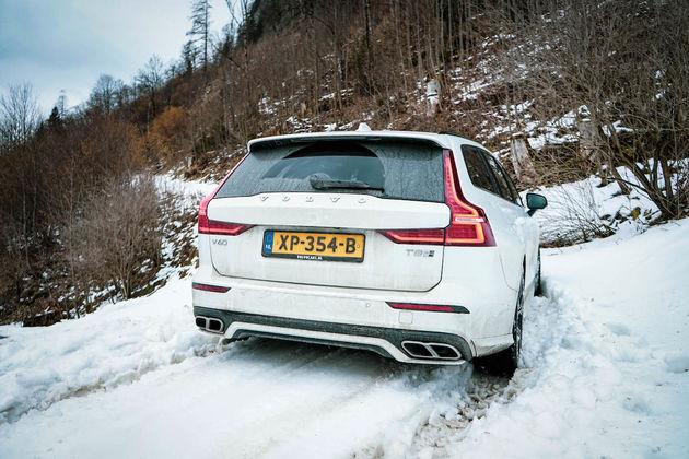 V60-wintersport-ski