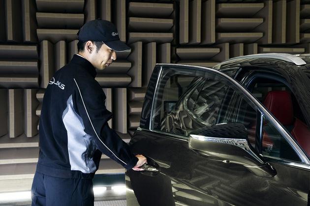 Zeven-unieke-kenmerken-van-de-nieuwe-Lexus-UX-2