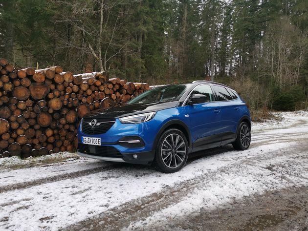 Zwarte motorkap is optie Opel Grandland X Hybrid4