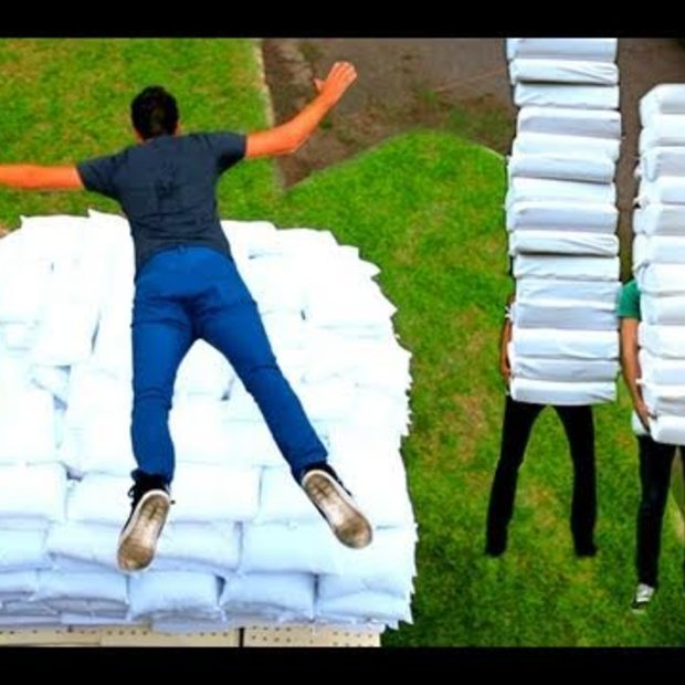Weekend Viral : 2 Guys 600 Pillows (Backwards Music Video)