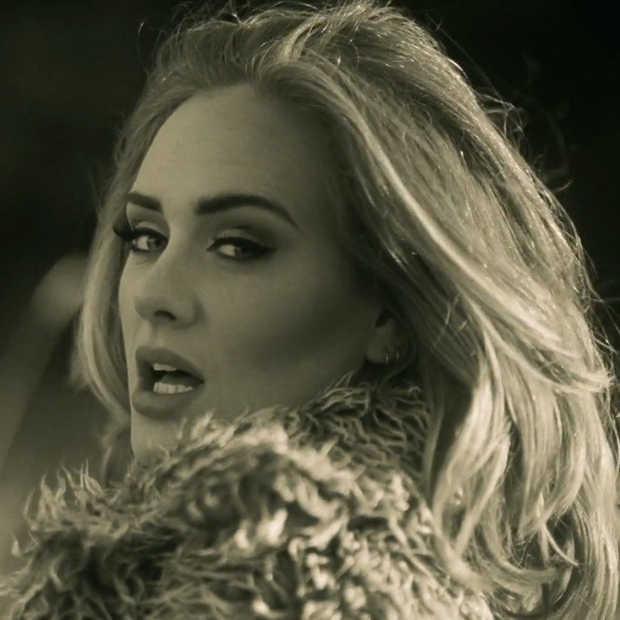 Adele haalt recordaantal views met nieuwe videoclip 'Hello'