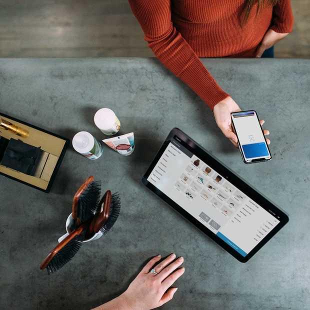 Nederlanders regelen bankzaken steeds vaker via smartphone