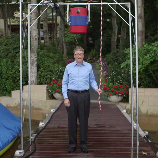 Het antwoord van Bill Gates op de Ice Bucket Challenge (World's Nerdiest Video)