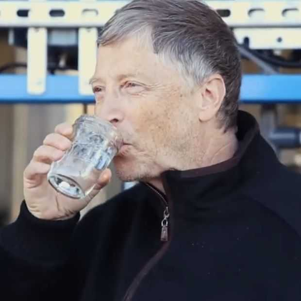 Bill Gates test machine die uitwerpselen verandert in drinkwater