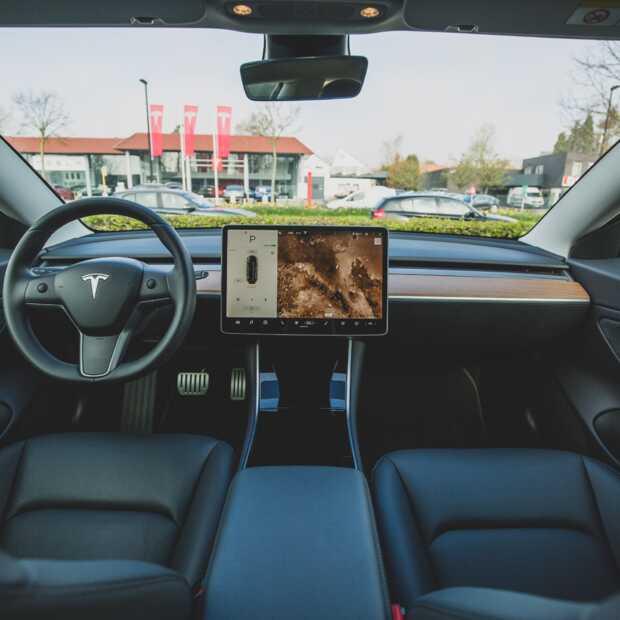 Elon Musk op Twitter: 'Tesla reed niet zelf'