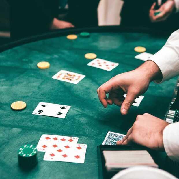 Zullen heropende casino's in staat zijn klanten terug te winnen van hun online concurrenten?
