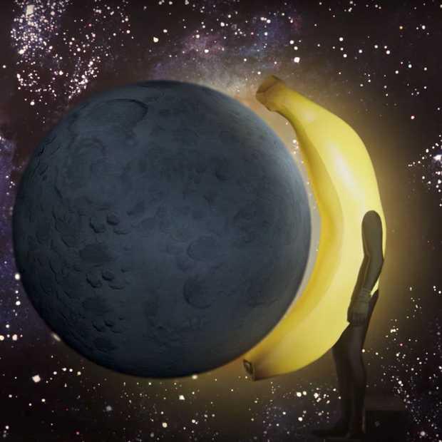 Grappige inhaker van Chiquita op de zonsverduistering op 21 augustus