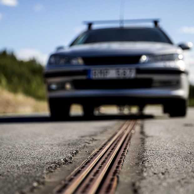 Zweedse test-snelweg kan elektrische auto's opladen