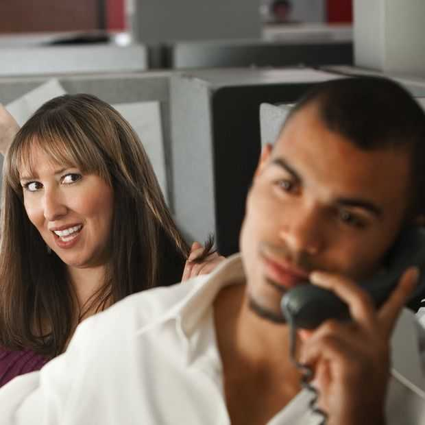 Deze bizarre regels hebben techbedrijven over daten op het werk