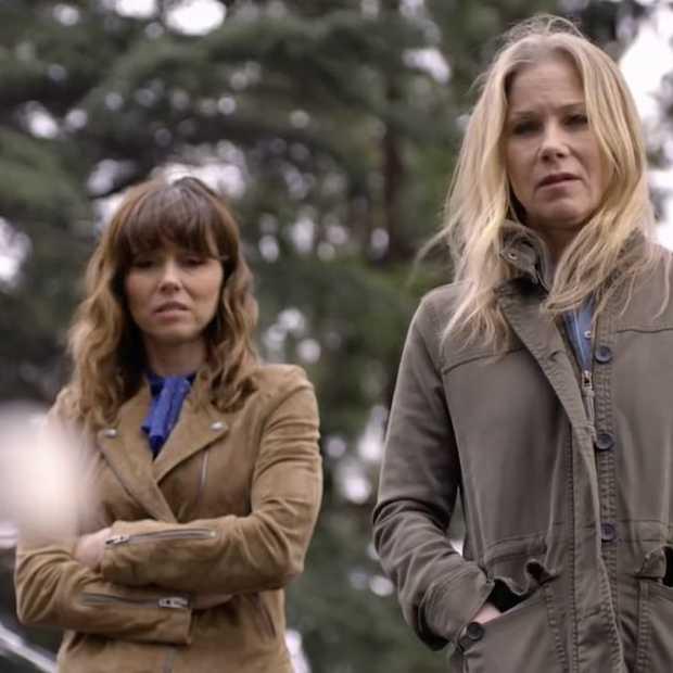 Nieuwe comedyserie 'Dead to me' op Netflix met sterrencast krijgt goede kritieken