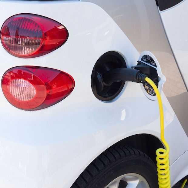 Nieuwe elektrische auto's moeten vanaf deze maand 'nep geluid' hebben