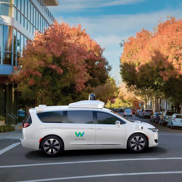 Fiat-Chrysler levert zelfrijdende auto's voor Google-test in 2017