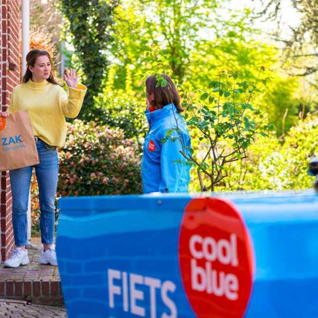 Coolblue ruilt kartonnen verzenddoos in voor papieren zak en breidt haar fietsnetwerk uit