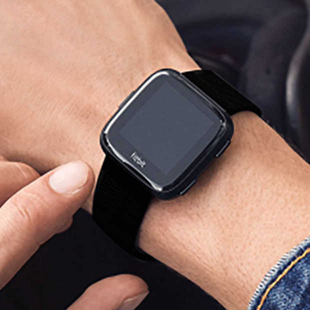 Fitbit zit in de lift door smartwatches