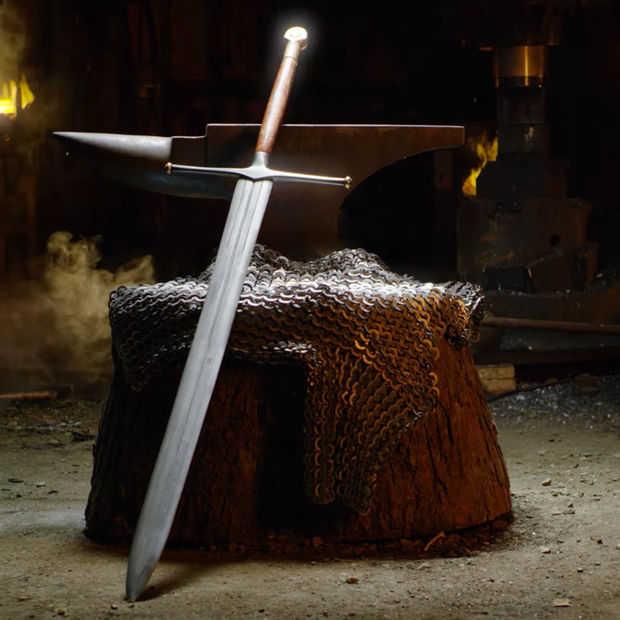 Zie deze smid Game of Thrones' Ice zwaard maken