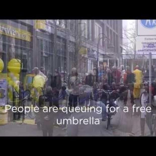 Guerrilla actie: senz vs gratis ANWB paraplu's