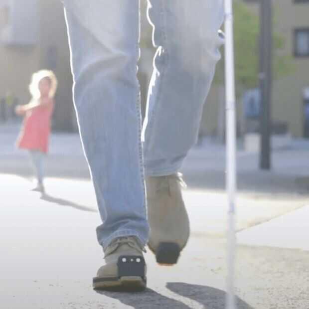 Slimme schoen waarschuwt blinden en slechtzienden voor obstakels