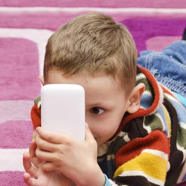 Kinderen spelen meer met smartphones dan buiten. Iemand verbaasd?