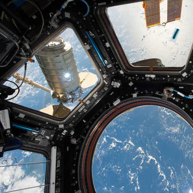 Hoeveel astronauten heb je nodig om de ISS-batterijen te vervangen?