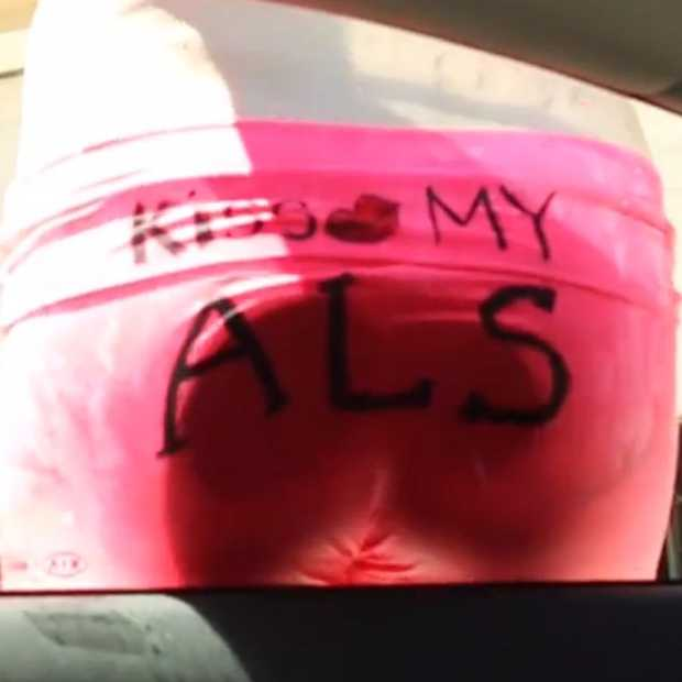 Waarom is er zoveel aandacht voor de ALS Ice Bucket Challenge? Een video die iedereen moet zien