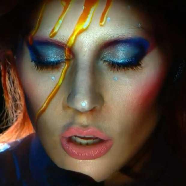 Grammy's 2016: Lady Gaga treedt op met ode aan David Bowie