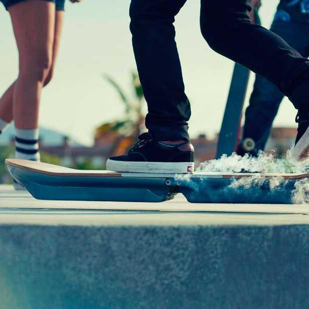 Lexus Hoverboard bestaat echt en vliegt zelfs over water
