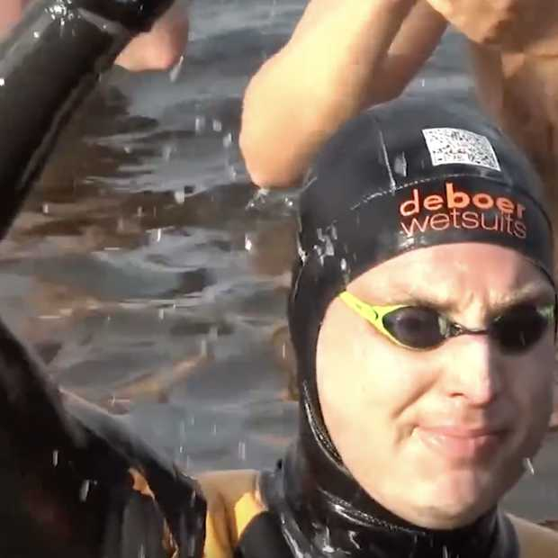 Zwemtocht Maarten van der Weijden massaal gevolgd