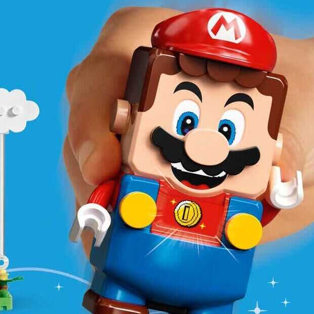 Gamer speelt echt Mario met LEGO Mario