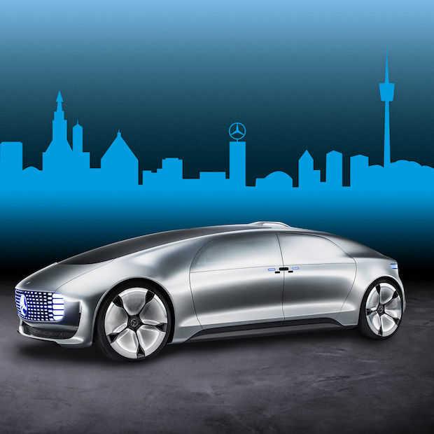 BMW en Mercedes in 2024 met zelfrijdende auto's op de weg