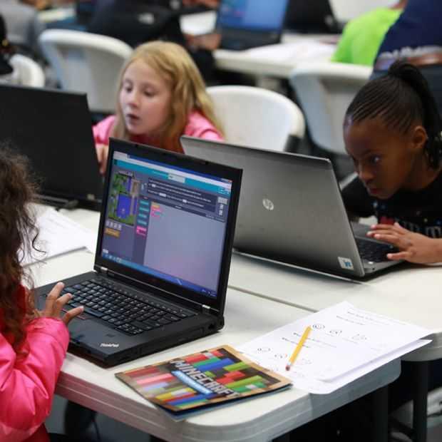 Microsoft zet Minecraft meer in om kids te leren programmeren