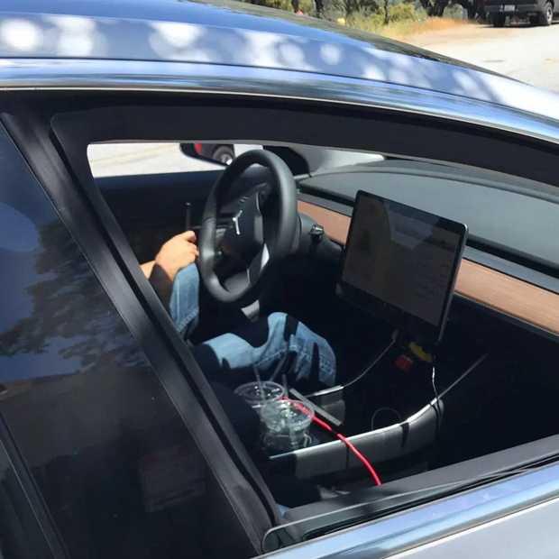 Tesla Model 3: foto's en specs gelekt