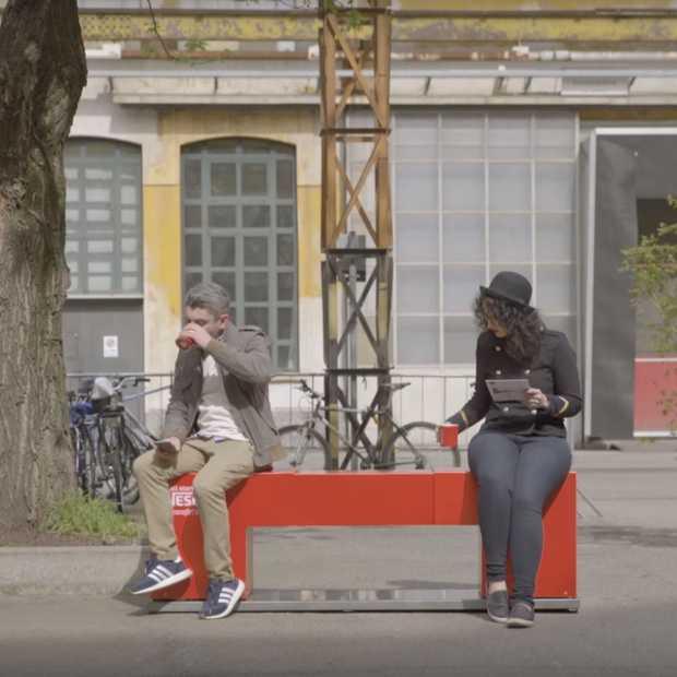 Bankje van Nescafé brengt mensen letterlijk dichter bij elkaar