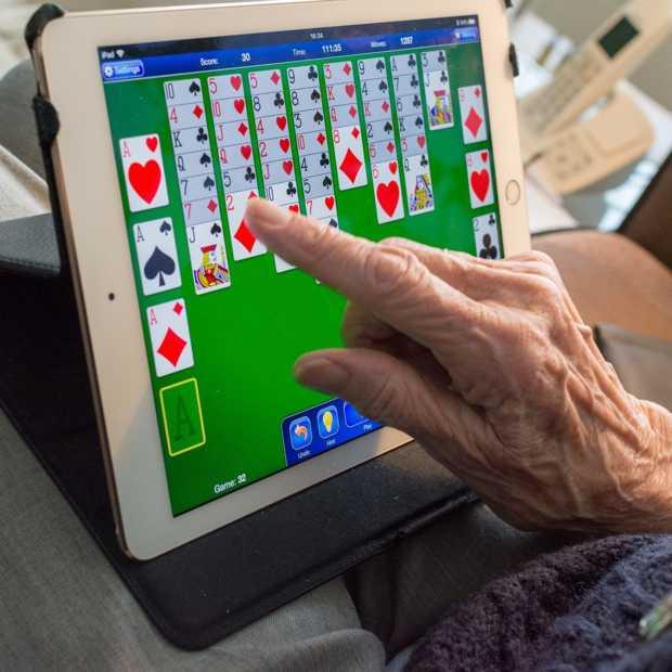 Helpdesk voor ouderen over online activiteiten