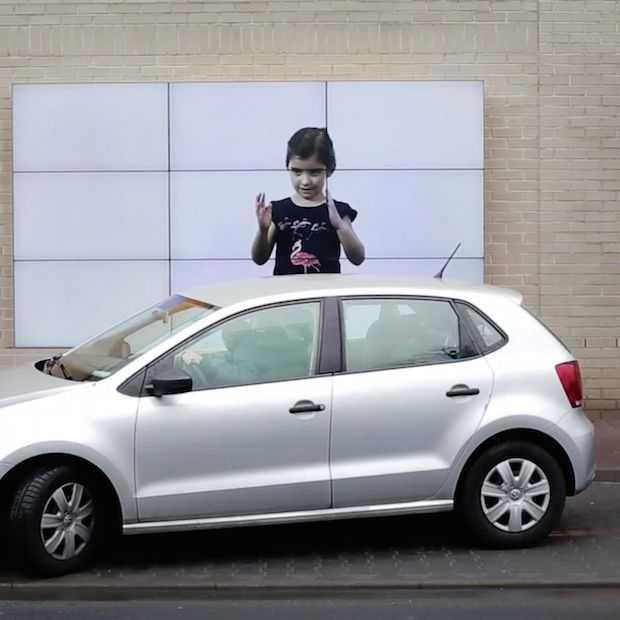 Fiat maakt file-parkeren makkelijk met billboard