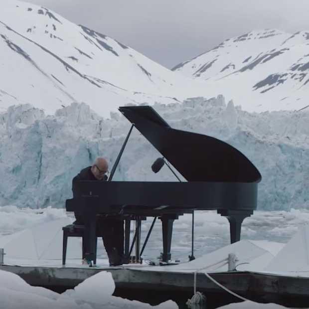 Bizarre plek voor een pianoconcert: op een ijsschots!