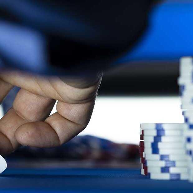 Op deze sites kun je leren pokeren