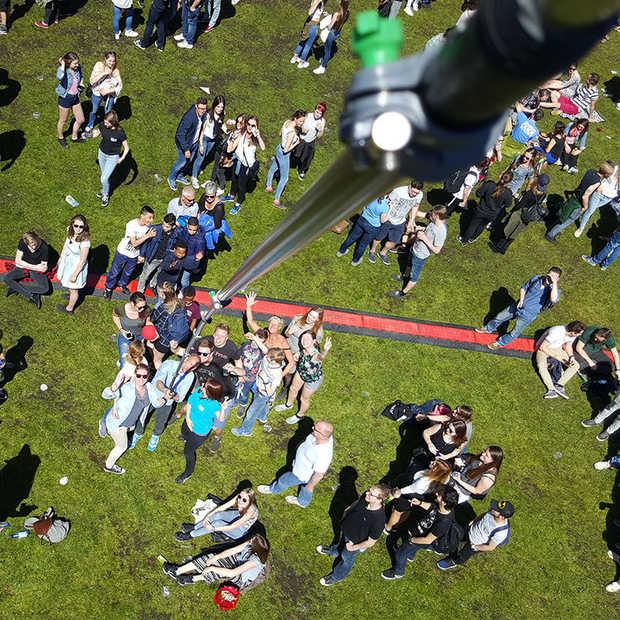Wereldrecord Erben Wennemars: Selfie met langste selfiestick