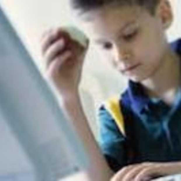 Ruim de helft van de ouders begluurt zijn kinderen online