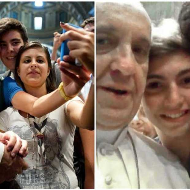"""Selfie"" van de Paus goes viral"