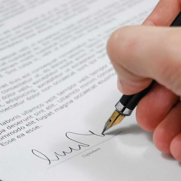 Robertpack en Peron038 tekenen partnerovereenkomt