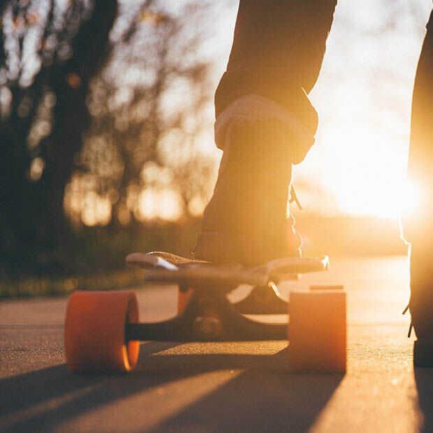 Goed nieuws: Handmaid's Tale seizoen 4, 6-jarig skateboardtalent en Among Us eindelijk naar PlayStation