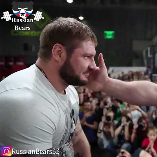 Bijzondere beelden tijdens deze Slapping Contest in Rusland