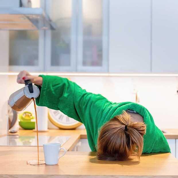 Slaperig op je werk? Dit doen je eraan (7 tips)