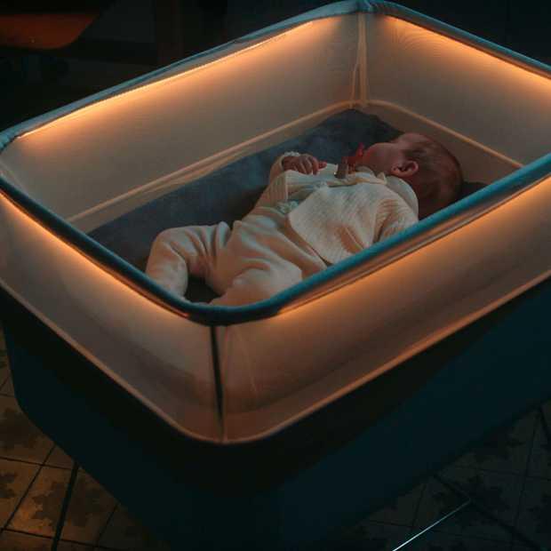 Slim kinderbedje van Ford simuleert autorijden om baby te laten slapen