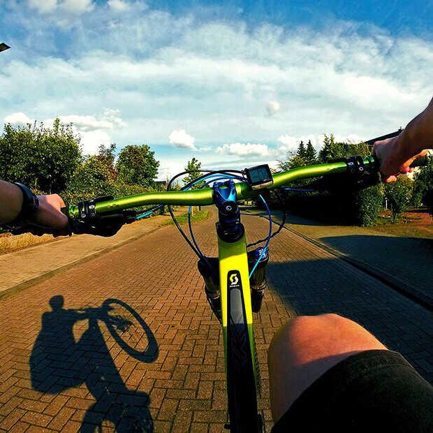 Zo gebruik je je telefoon op de fiets zonder dat je wordt beboet
