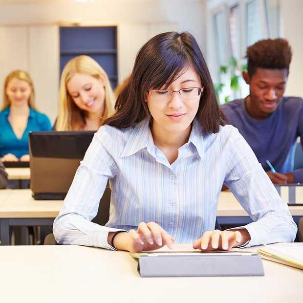 Leerlingen Voortgezet Onderwijs vanaf maandag les op tablets