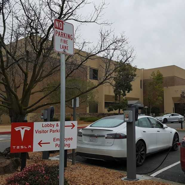Elon Musk start Tesla-fabriek ondanks lockdown en krijgt steun van Trump