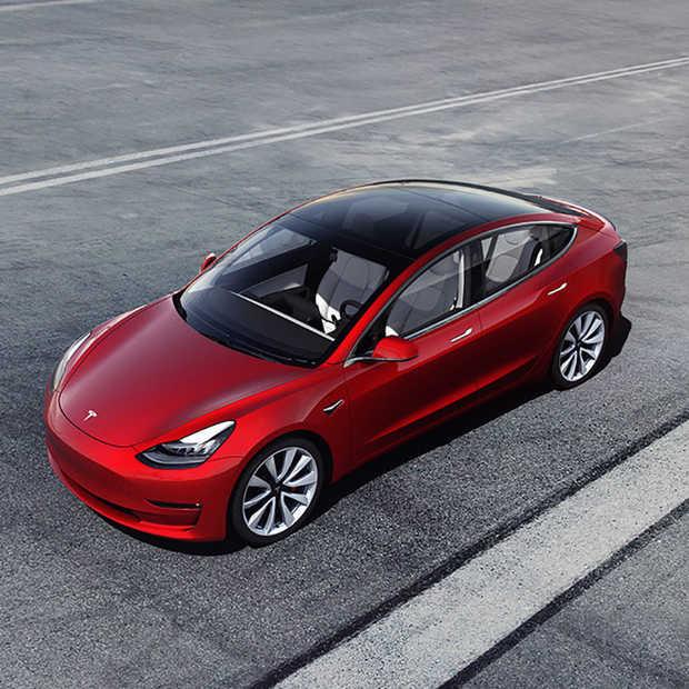 Tesla levert de eerste Model 3 uit de gigafactory in Shanghai