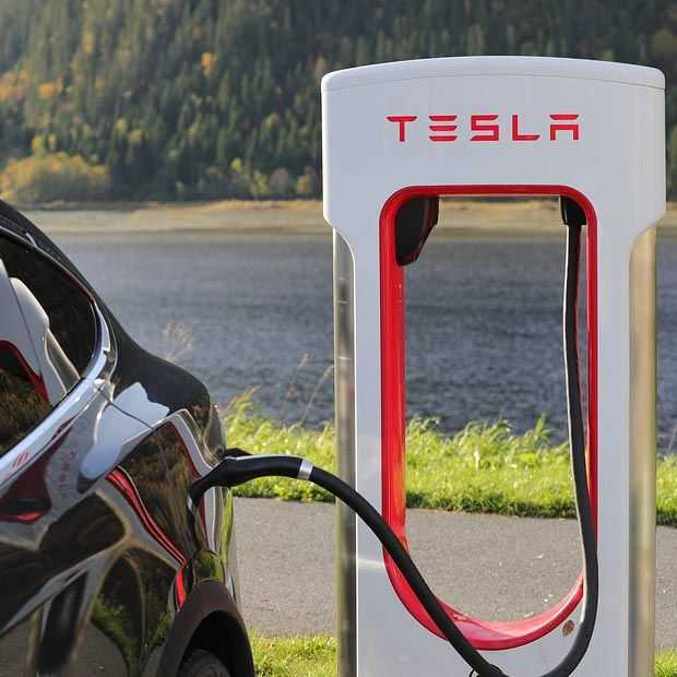 ​Eerste Tesla V3-Supercharger is al gesignaleerd