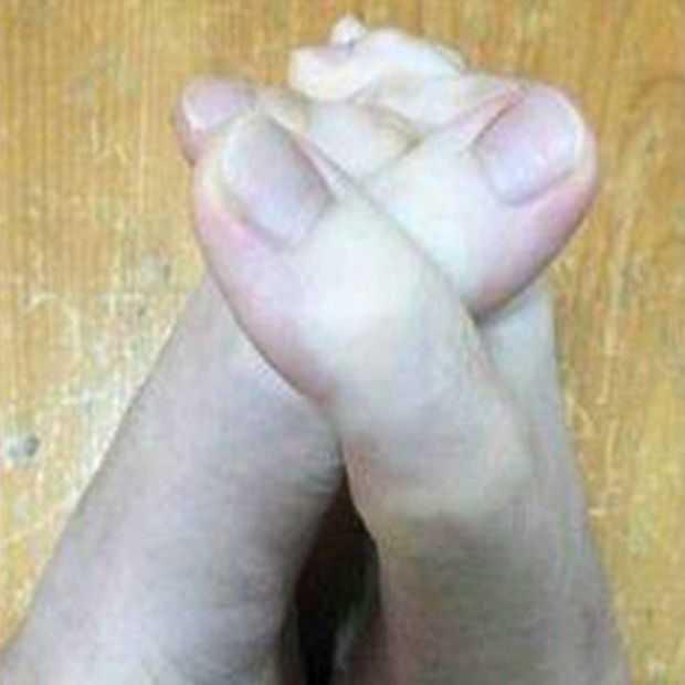 Vrouw verovert internet met haar vingers of tenen?